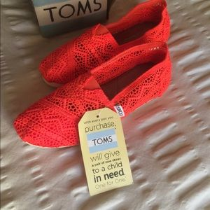 NWT TOMS hott orange perfect for summer 5.5 ☀️🍹